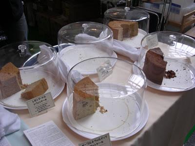 """新作の""""レモンマートルシフォンケーキ""""(左奥)を含む、5種類のラインナップ。毎日、早い時間に完売してしまいました"""